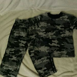Other - Garanimals Boys 2t outfit. Grey camo